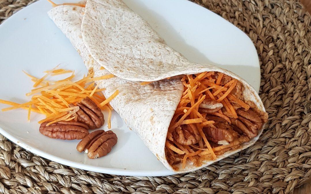 Pindakaas wrap met pecan en wortel